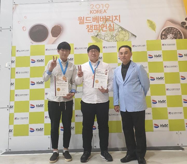 식품영양조리학부 '2019 KOREA 월드푸드 챔피언십' 전원 수상 기념 단체 촬영2